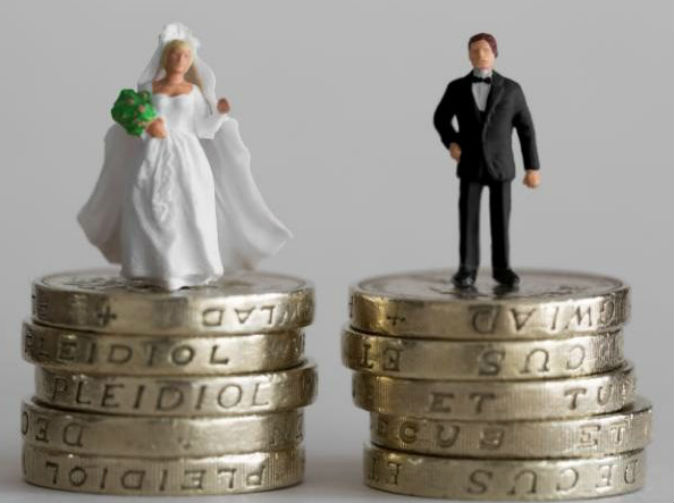 Newlyweds complain that gift of £100 wasn't enough