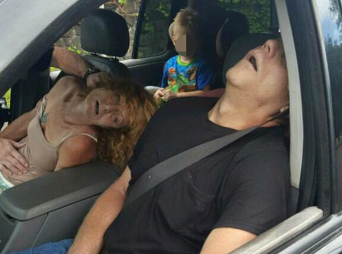 Parents pass out by school bus after overdosing with 4-year-old in backseat of car