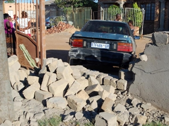 Thieves load car with loot then realise none of them can drive