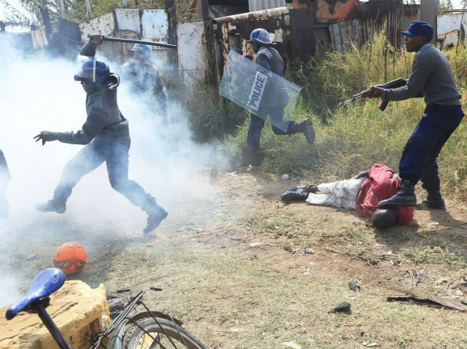 Zimbabwe police clash with protesters
