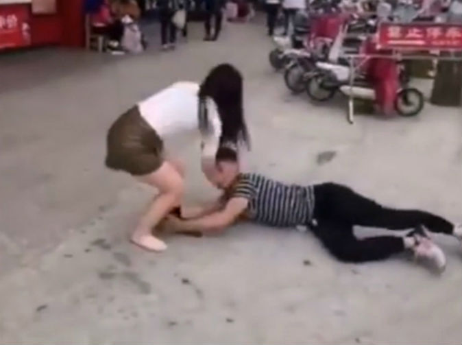 Man clings to girlfriend's leg in desperate attempt to prevent break up