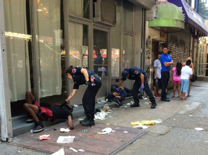 33 people collapse at the same time in streets of New York