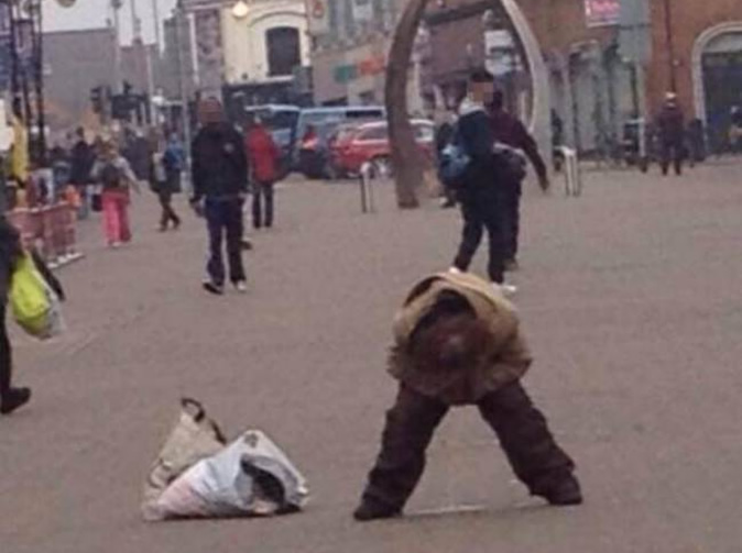 Woman urinates in busy street in broad daylight