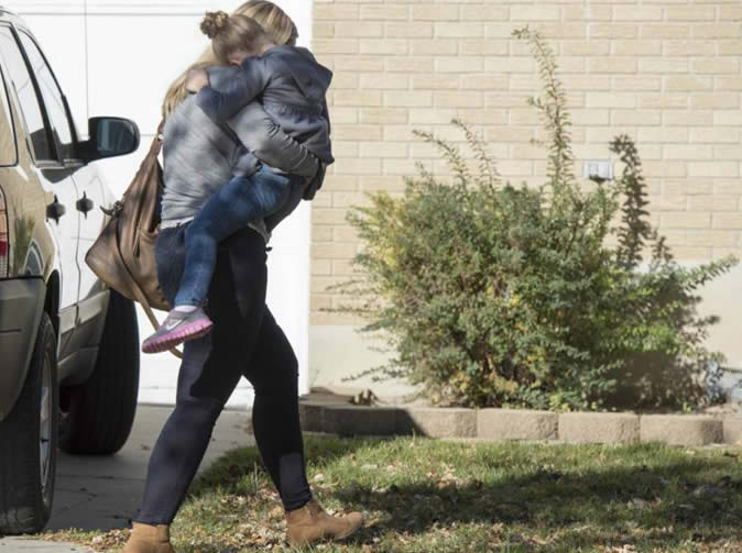 Man catches intruder kidnapping his daughter