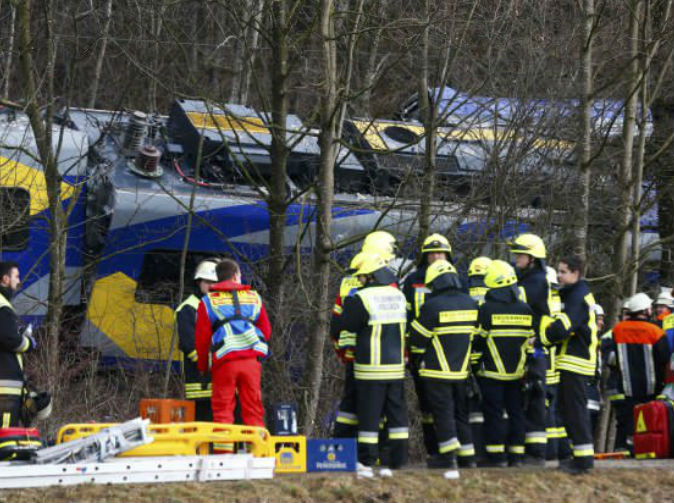 11 killed in train crash because controller was playing games on his phone