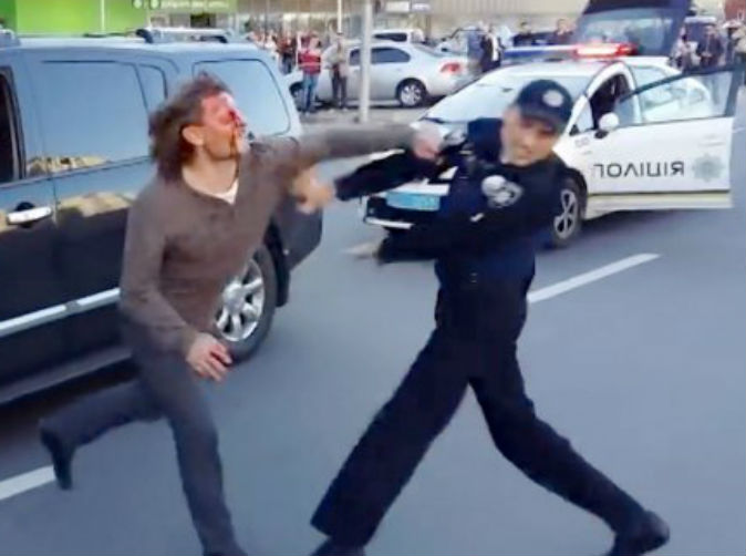 Ex-wrestler takes down 7 police officers trying to arrest him