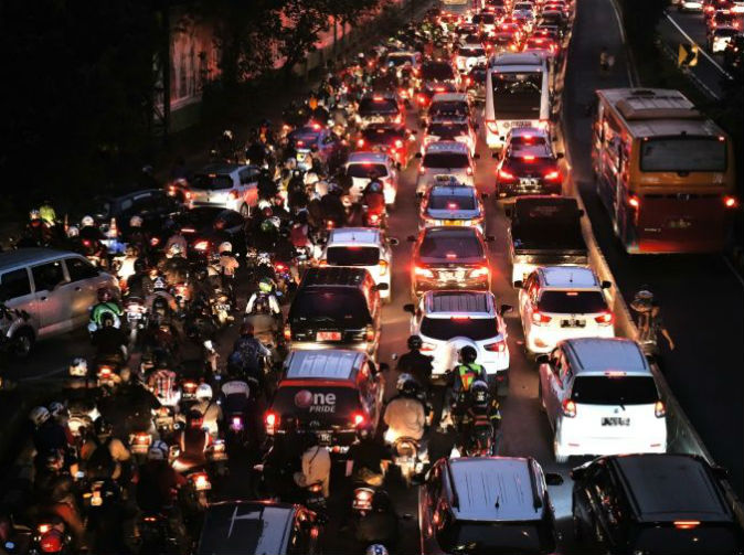 12 die in giant Indonesian traffic jam