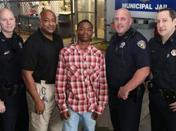 Handcuffed teen saves cop's life
