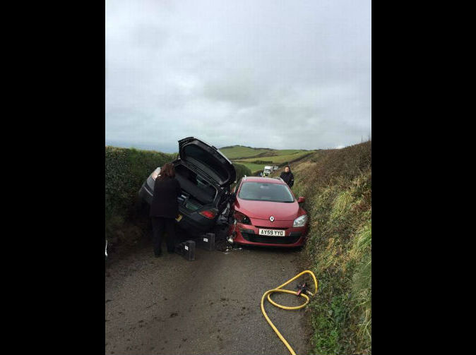 Cars jammed as road proves too narrow